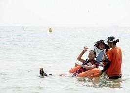 수중 휠체어를 이용한 바다접근
